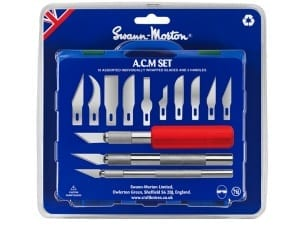 The Swann-Morton ACM Tool Set contains a comprehensive range of 13 different blades and 3 handles for all kinds of arts, craft and model making tasks